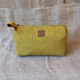 Hariyo Curry - Trousse de toilette en chanvre upcyclée