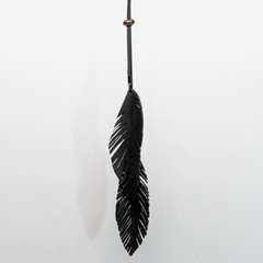 Sautoir plumes, upcycling vegan et made in France