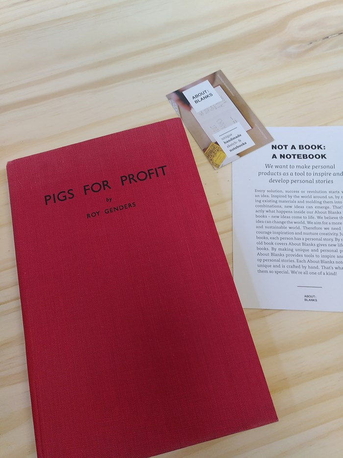 """NOT A BOOK A NOTEBOOK ! """"PIGS FOR PROFIT"""" de About Blanks 4"""