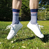 chaussettes-bleu-blanc-les-rayees-tranquille-emile-made-in-france-pieds-dehors