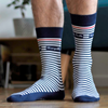 chaussettes-bleu-blanc-les-rayees-tranquille-emile-made-in-france-pieds