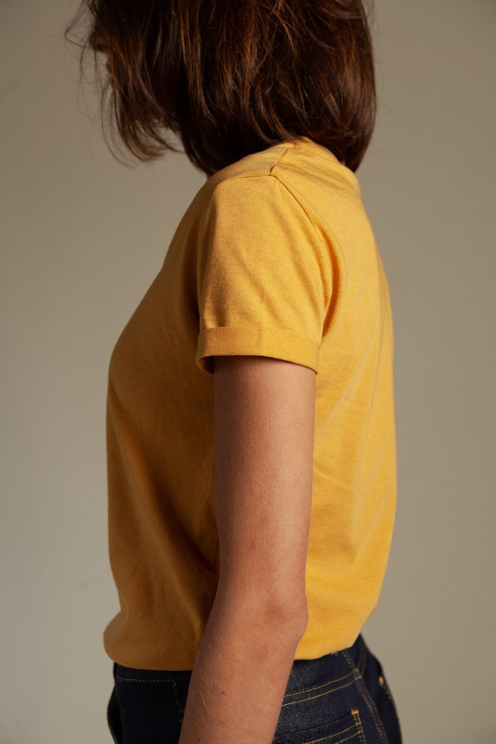 t-shirt-echancre-femme-jaune-golden-sand-recycle-made-in-france-manches-courtes
